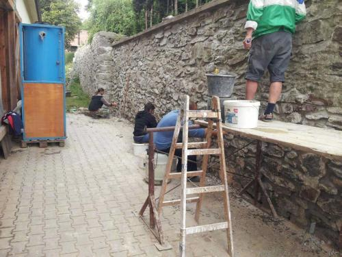 OPRAVA opěrné zdi kolem budovy školy